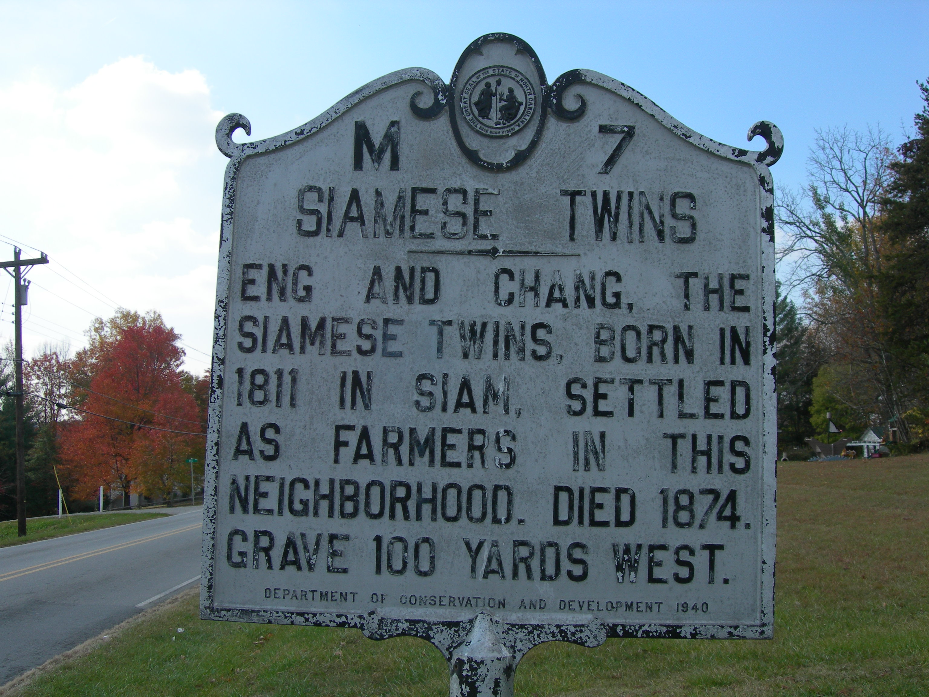 """Siamese Twins Historic Marker"" © Jimmy Emerson, DVM; Creative Commons license"